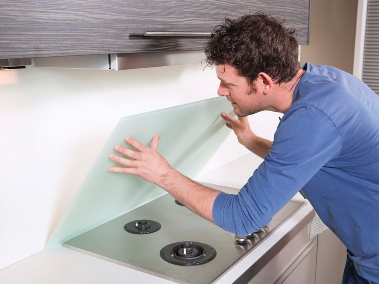 mounting a cooker splashback